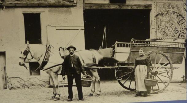 voiture hippomobile à Noisy vers 1900