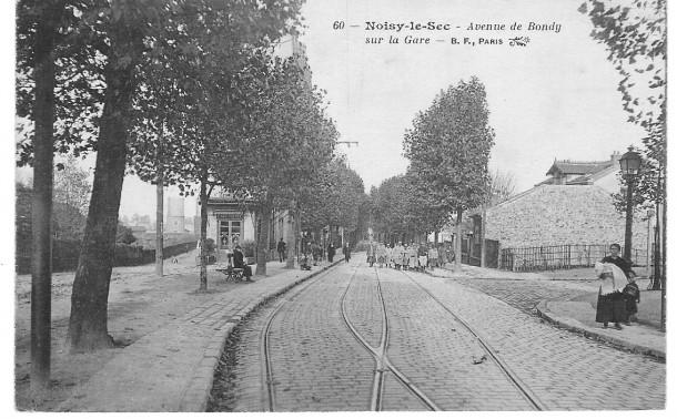 14-18, militaires remontant l'avenue de Bondy en direction de la gare