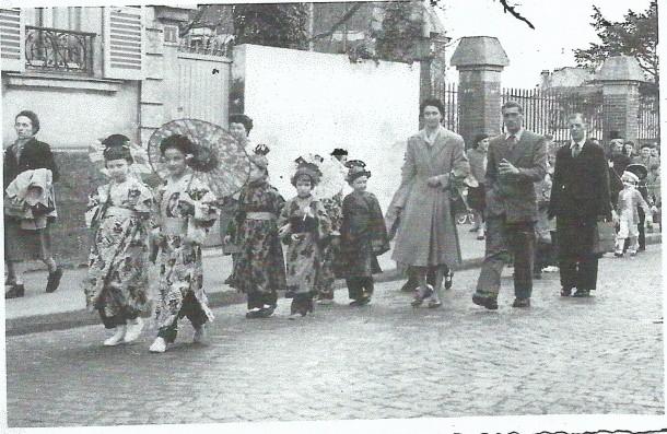 1954 défilé dans les rues