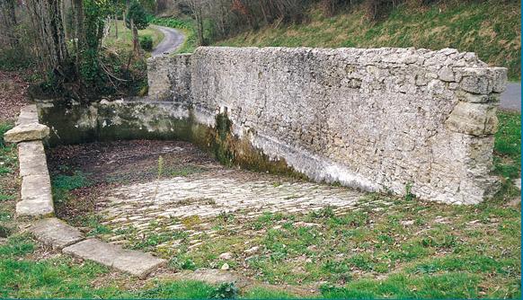 Abreuvoir à chevaux à Saint-Vivien-de-Mont-Ségur, Gironde