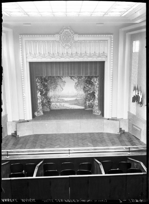 1934-salle-l-jouvet-la-scene