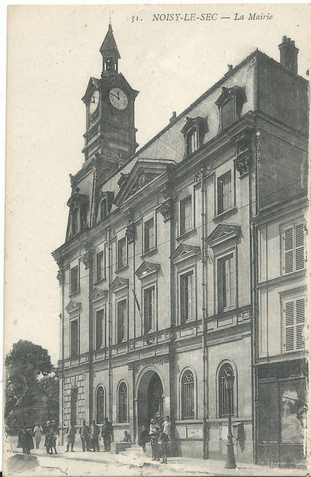 La première mairie a été démolie en 1970 pour l'élargissement de la rue Anatole France