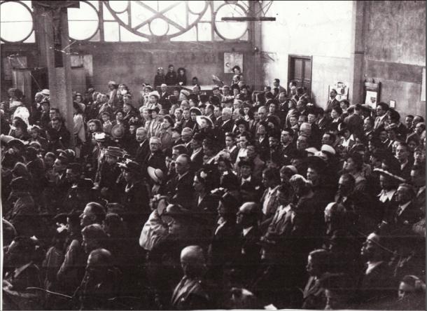 Communion solennelle le 27 mai 1948. François Borrel à l'orgue dans le coin au fond