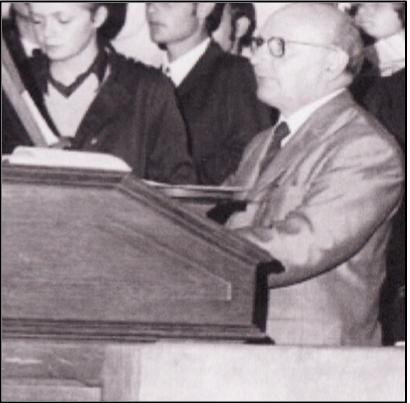 François Borrel à l'orgue ancien vers 1970