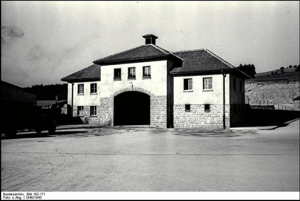 entrée principale du camp de Mauthausen
