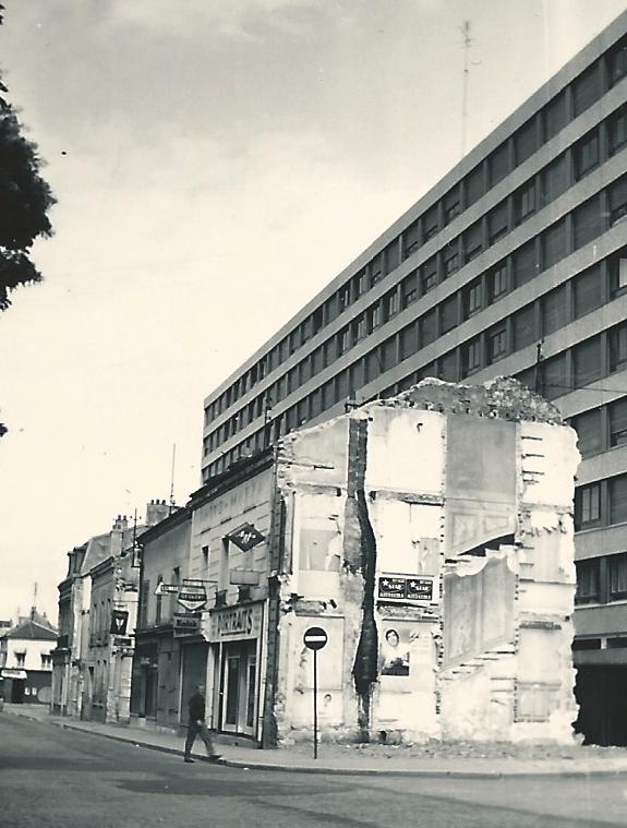 juillet 1971 maisons Mazza photographe et Coupé marchand de journaux