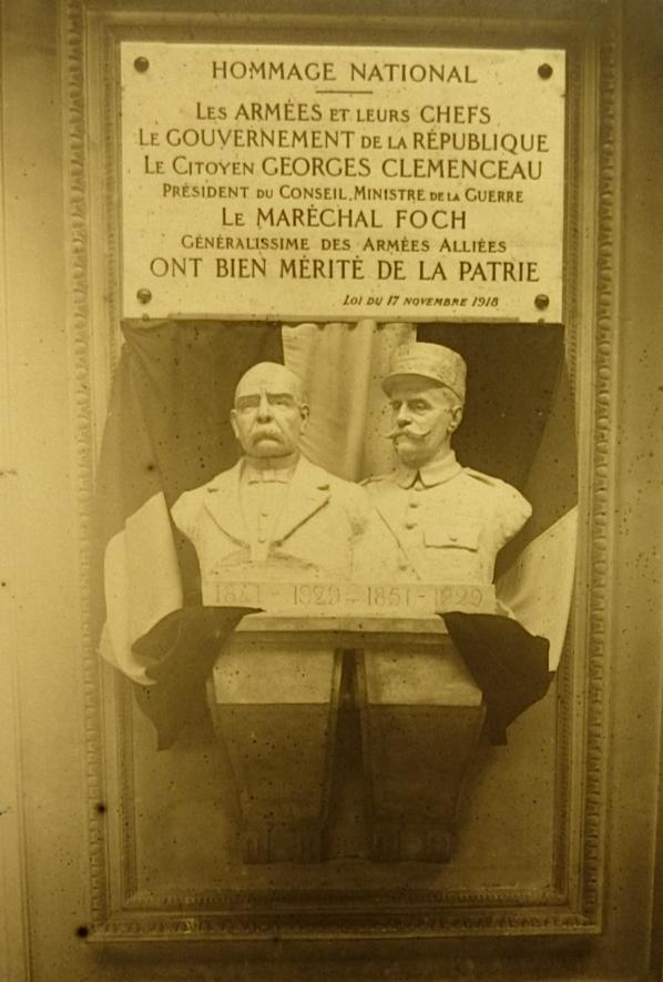 1930 bustes et plaque