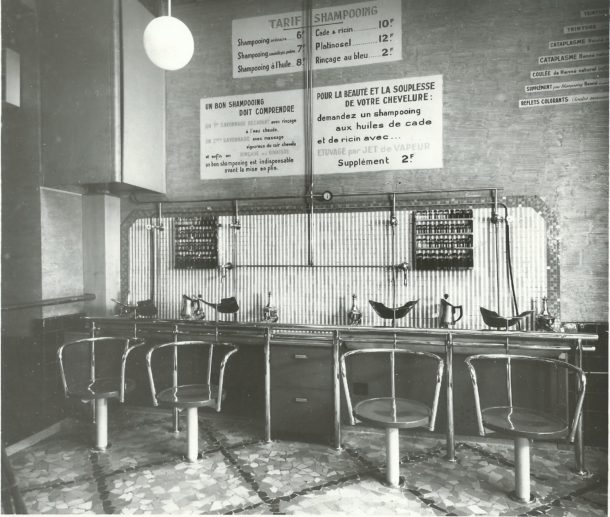 Salon de coiffure dans les années 1920